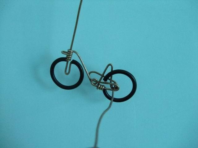 Как сделать велосипед для куклы из проволоки