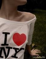 Подборка фотографий людей со знаменитым логотипом I love New York.