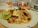 Итальянская паста с анчоусами и салат с улитками