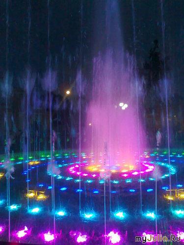 цветная феерия  на  воде