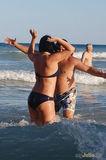 Брачные игры в прибрежных волнах