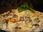 Картофель с грибами в сметане запеченный под сыром