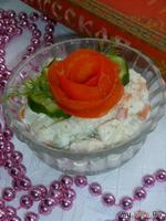 Салат овощной с рыбой