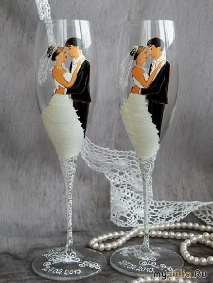 Данные свадебные аксессуары постоянно будут находиться на виду, так как являются частью свадебной сервировки стола, поэтому к выбору свадебных бокалов