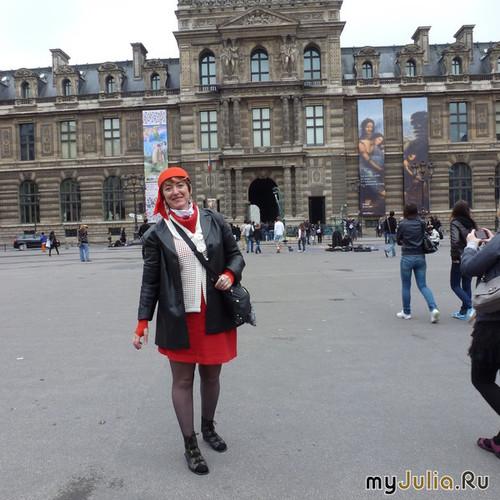 Татьяна Пашагина у Лувра