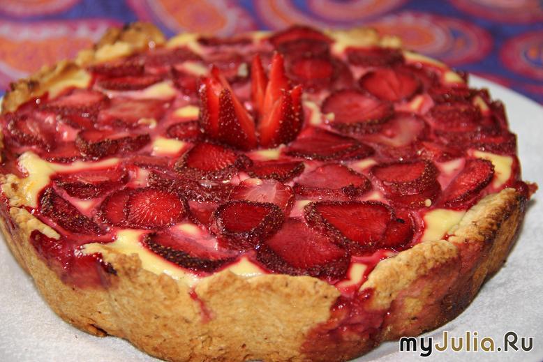 Разными фруктами и ягодами и