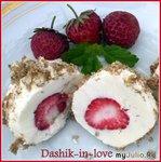Творожные шарики с клубничным сердцем в вафельной панировке