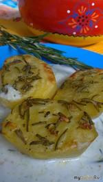 Картофель с розмарином в соусе «Цацики»