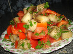 Салат-закуска из печеного баклажана с помидором и перцем