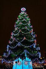 Вдогонку к предыдущему посту.)))Опять на НОВЫЙ ГОД!)))Что висит на елке?