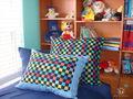 кровать мальчика. У него в комнате коврик кубиками, когда я его увидела, уже знала, какие сделаю подушки. На окне голубой вэлэнс - романшейдс