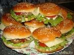 Домашние бургеры и булочки для них