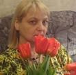 Украшений и цветов у женщин много не бывает )))