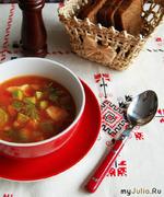 Томатный суп с курицей и кабачками