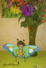 Бабочка- красавица кушает варенье...