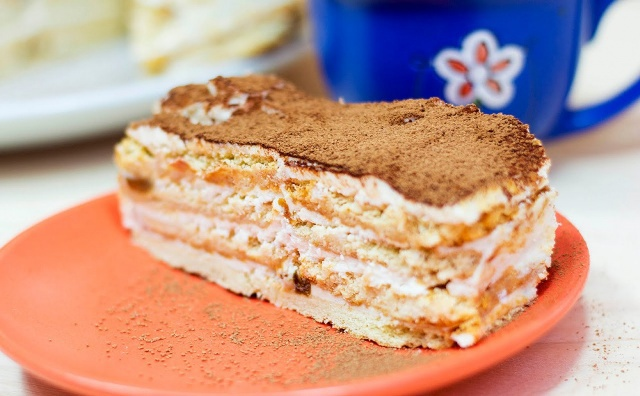 Выпечка торта фото