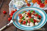Новогодний салат с курицей и моцареллой