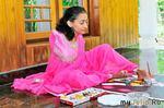 Колоритные картины талантливой индианки, которая родилась без рук