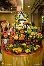 В Таиланде принято преподносить карвинг-украшения членам королевской семьи и богам