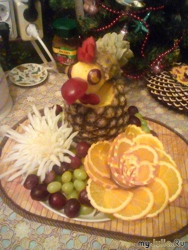 Петух из ананаса