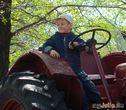 Юный тракторист!