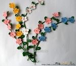 Весенний букет из вязаных веточек с цветами
