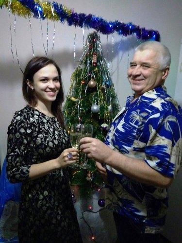 Папа и дочь встречают НГ