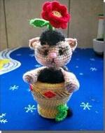 Котенок Мурзик в цветочном горшке