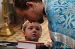 Увидел священика, ребенок бросился к нему