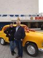 Возле киноцентра Арман с мужем