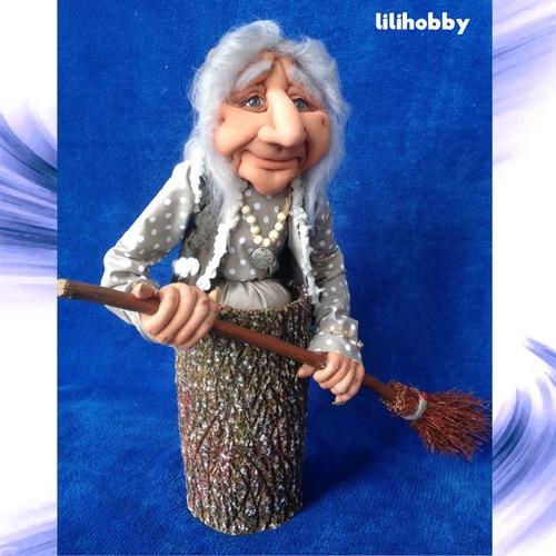 Баба Яга в ступе с метлой кукла копилка