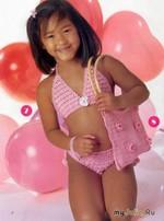 Розовый комплект из купальника и сумки.