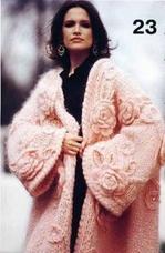 Объёмное пальто с розами