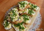 Острые закусочные бутерброды с чесноком и яйцами. Видео рецепт
