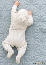 Комплект-комбинезон, шапочка, носки и митенки для малыша