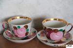 Две фарфоровые чашки